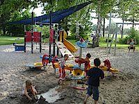 Bild vom Spielplatz auf dem Kinder spielen